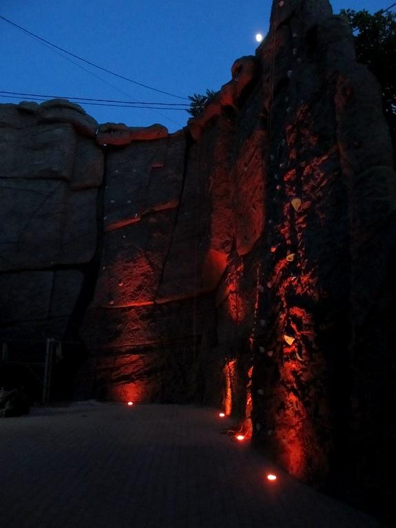 """Скалодром, """"Костер на стене"""". Вариант ночного освещения"""